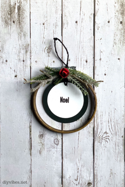 mini embroidery hoop Christmas ornament noel